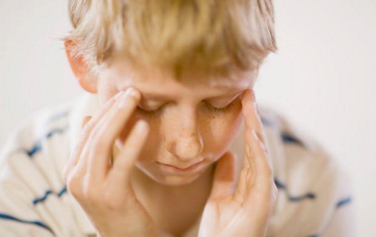Нередко после прививки может болеть голова.