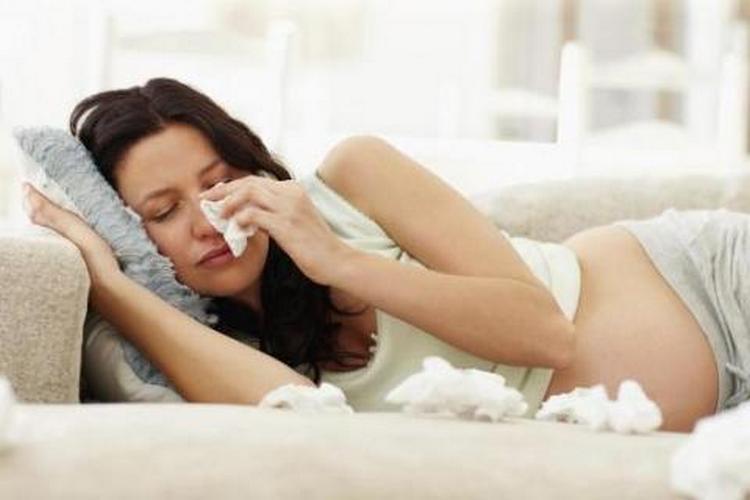 Прыщи при беременности на ранних сроках могут появляться даже из-за стресса.