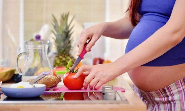 Чтобы не беспокоила судорога икроножной мышцы при беременности, надо в первую очередь наладить правильное питание.