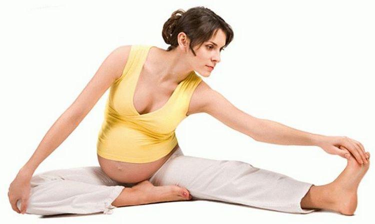 Легкая зарядка и упражнения тоже поспособствуют улучшению самочувствия.
