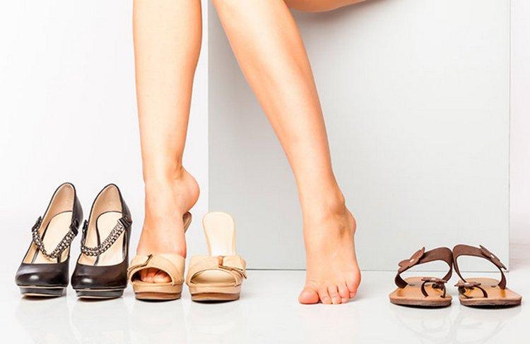 Судороги у беременных в ногах ночью могут возникать из-за ношения неудобной обуви днем.