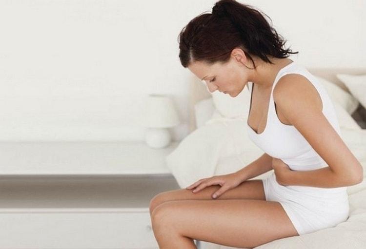 различные патологии женских органов тоже могут стать причиной самоаборта.