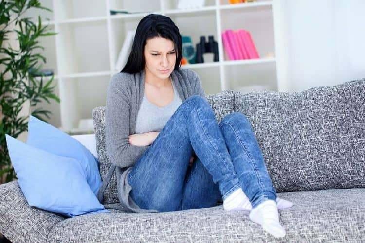 Если к выделениям зеленоватого цвета при беременности добавляется еще и повышенная температура, стоит немедленно идти к врачу, поскольку скорее всего это воспалительный процесс.