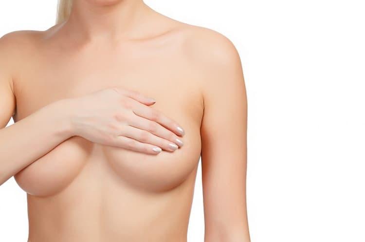 Почему возникают выделения из груди при беременности