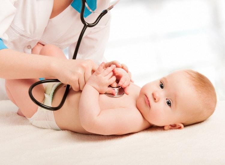 Почему зеленые какашки у новорожденного