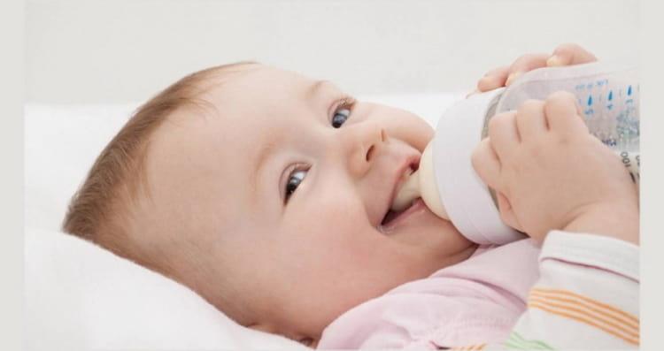 чем из искусственных смесей можно кормить ребенка в 2 месяца