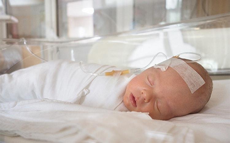В ряде случаев детям проводят операцию по удалению кисты.