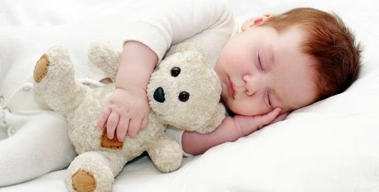 Сколько ребенок в 6 месяцев должен спать в норме