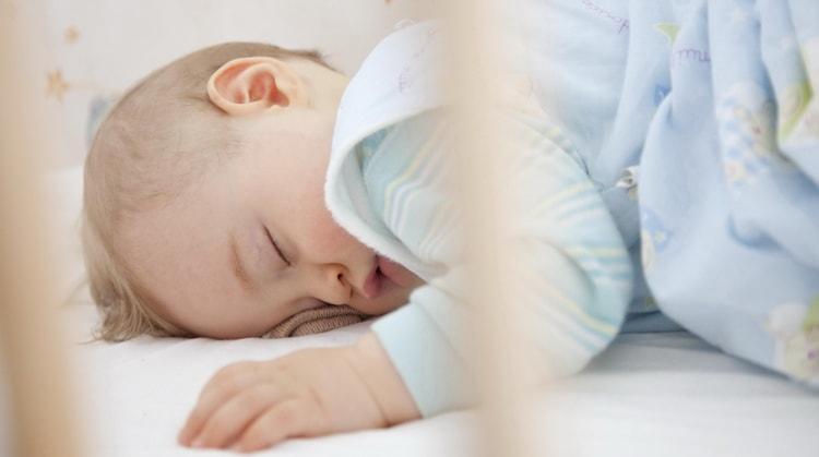 Что делать если ребенок в 6 месяцев не спит днем