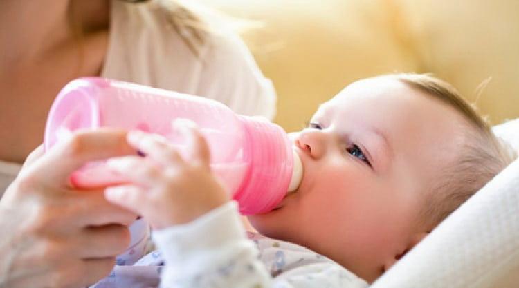 сколько ребенок съедает молока в 2 месяца