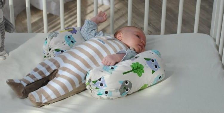 Позиционер для сна новорожденного: как выбрать