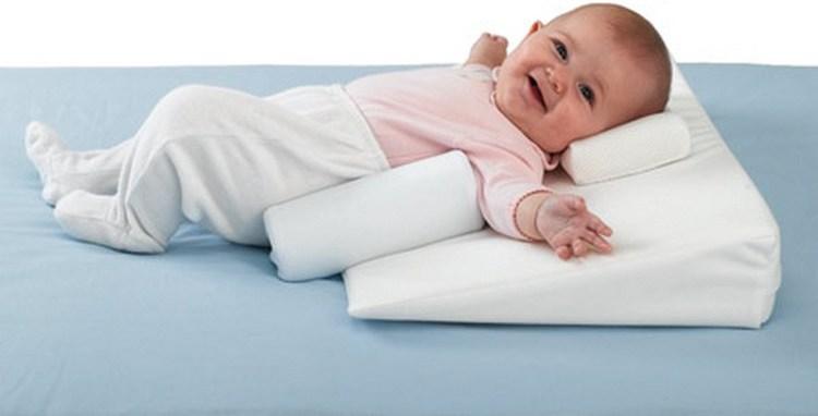 Такая вещь помогает надежно зафиксировать ребенка не только во время сна, но и во время бодрствования.