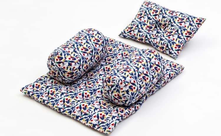 Есть позиционеры с матрасиком и подушкой.