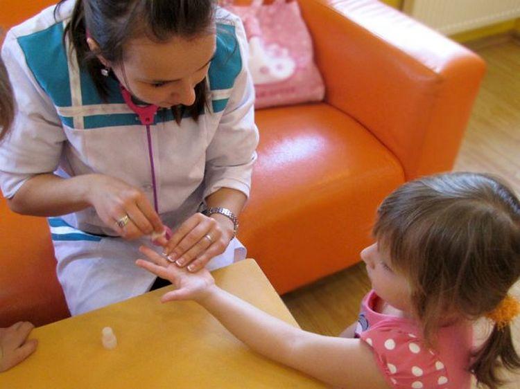 Узнайте, в каком возрасте делают прививки от краснухи.