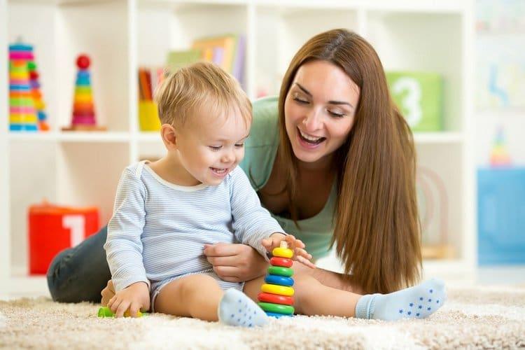Важно позаботиться о том, чтобы игры с ребенком в 8 месяцев были действительно интересными для него, не слишком сложными.