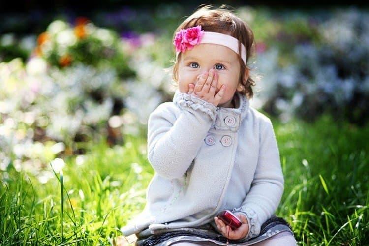 В этом возрасте многие детки уже умеют делать умилительный воздушный поцелуй.