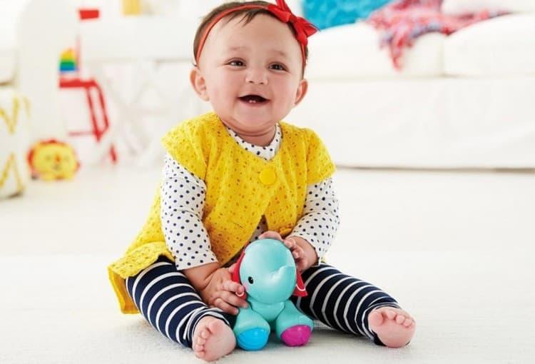 Если ребенок не сидит в 8 месяцев, не пугайтесь, это нормально.