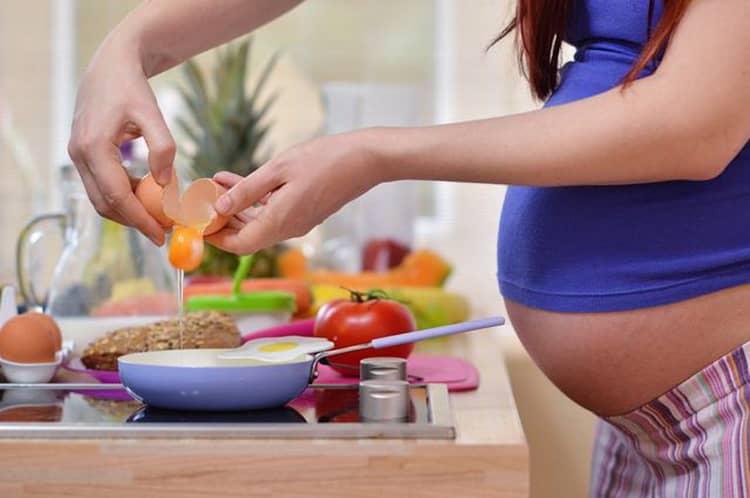 Чешется живот при беременности: что делать