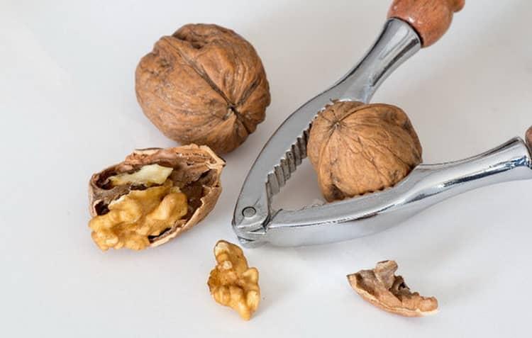 Сколько орехов можно есть при кормлении грудью