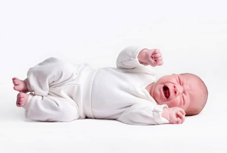 Икота у новорожденных: как помочь малышу