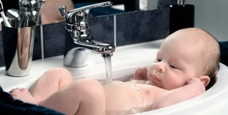 Как правильно подмывать новорожденного мальчика