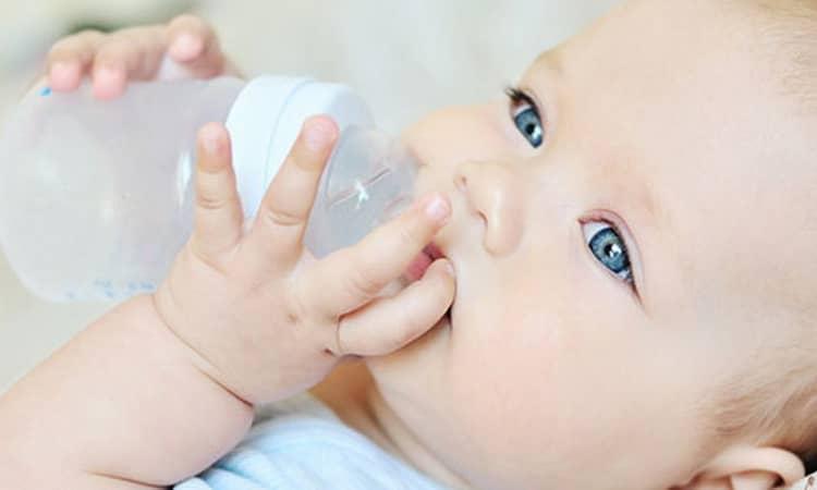 Как маме правильно кормить грудным молоком новорожденного