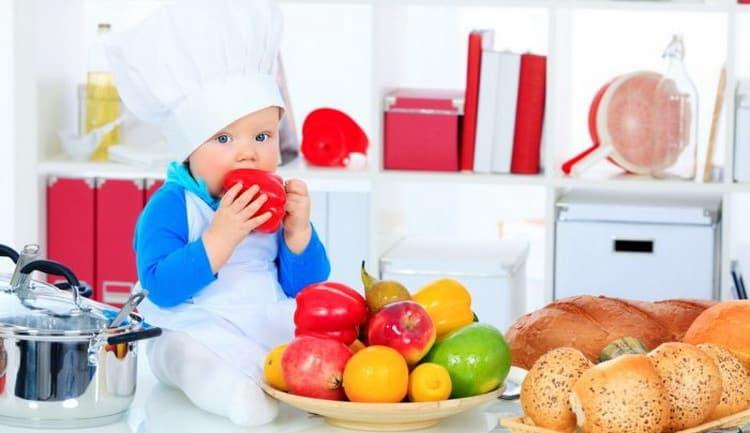 может ли подавиться грудничек неизмельченными кусочками пищи