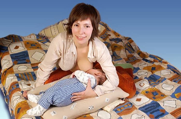 Как выбрать позы для кормления новорожденного ребенка
