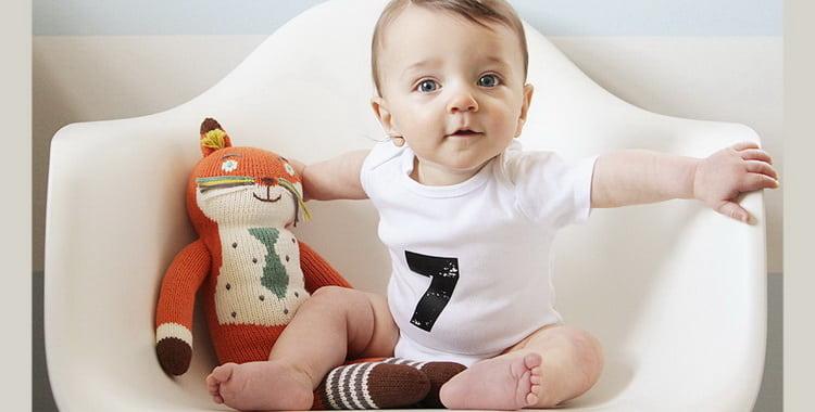 Развитие ребенка в 7 месяцев: что должен уметь