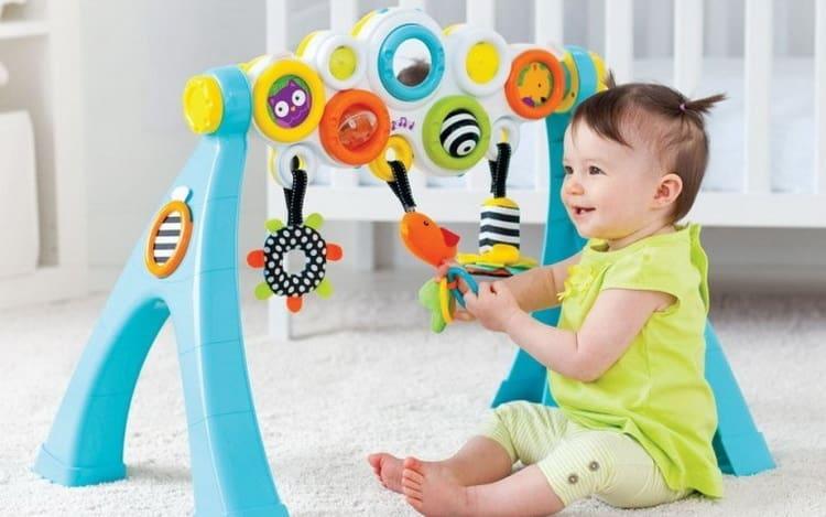 что уже умеет ребенок в 7 месяцев