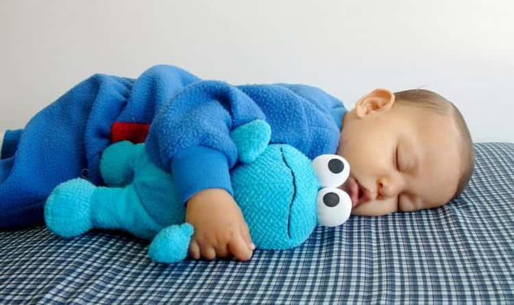 Все о том почему новорожденный вздрагивает во сне