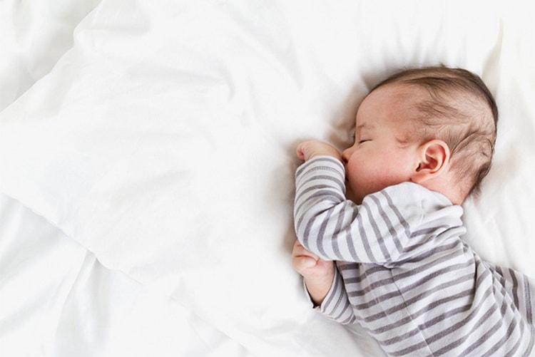 Сколько длится сон новорожденного