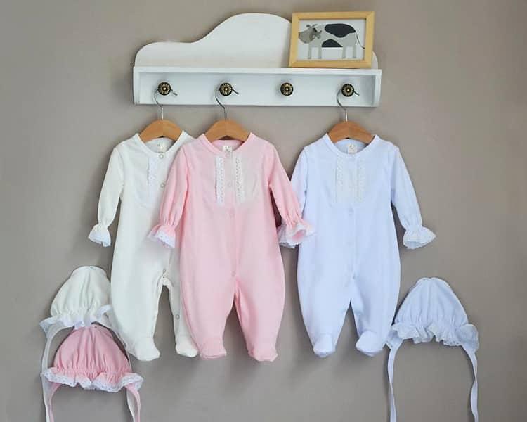 Какая одежда понадобится новорожденным