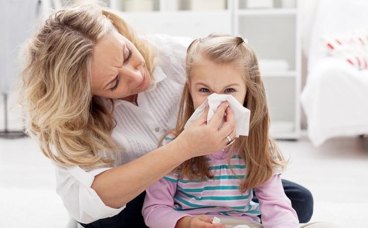 Аденоидит провоцируют частые простуды, ларингиты, фарингиты и синуситы у ребенка.