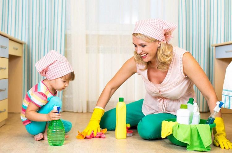 Очень важно часто делать влажную уборку в комнате ребенка, склонного к аллергии.
