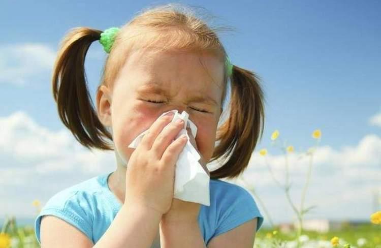 Кашель при аллергии имеет симптомы у детей, очень похожие и на другие заболевания.