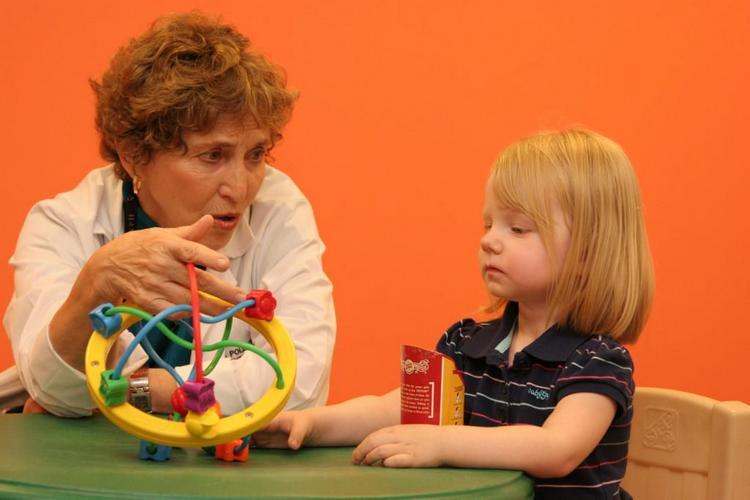 Разработаны специальные методики для разивития деток-аутистов.