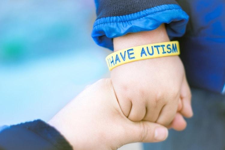 Очень важно знать о том, как проявляется аутизм у ребенка, чтобы не делать ложных диагнозов.