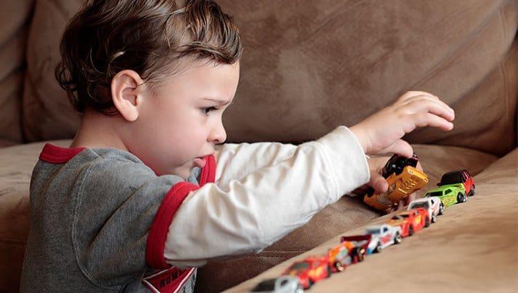 Такие дети тяготеют к систематичности, часто отдают предпочтение одной и той же еде, одежде, игре.