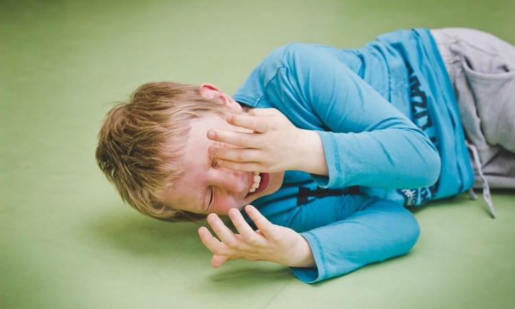 есть также такое понятие как атипичный аутизм у детей, который проявляется гораздо позже 2-3 лет.
