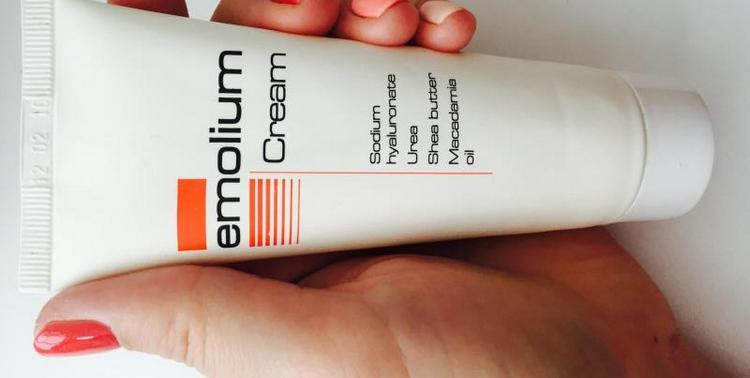 Крем для новорожденных Эмолиум достаточно хорошо помогает от аллергии.