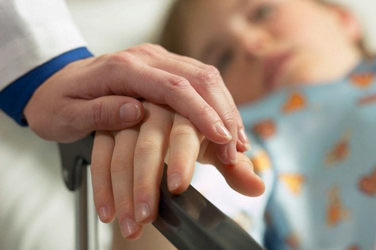 Важно отнестись к этому недугу со всей серьезностью, так как недолеченная ангина может спровоцировать очень сильные осложнения.