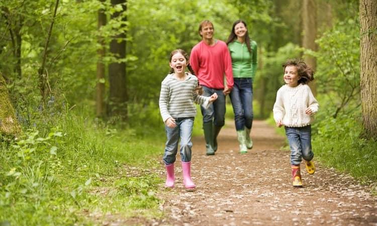 В целях профилактики важно закалять ребенка, обеспечивать ему полноценное питание.