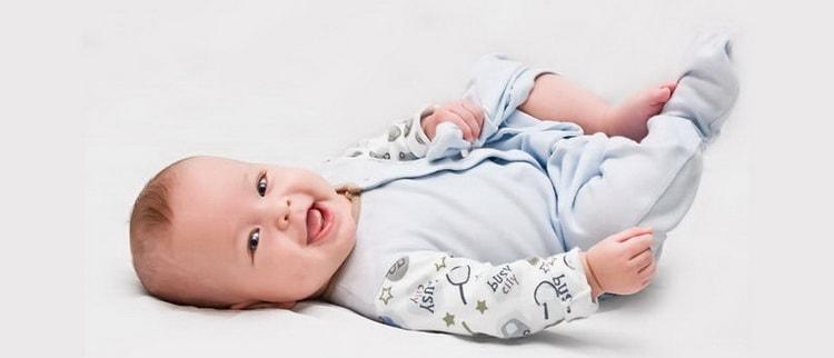 читайте рекомендации о том как одевать новорожденного в мае на прогулку