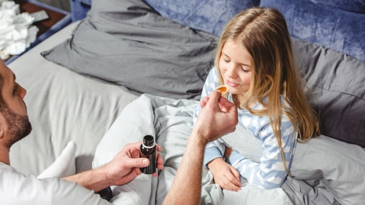 При лечении часто принимаются также жаропонижающие препараты.