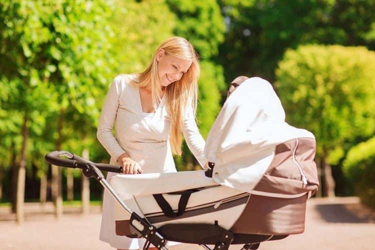 Помните, что для малыша очень важна нормальная влажность воздуха в квартире и частые прогулки на свежем воздухе.