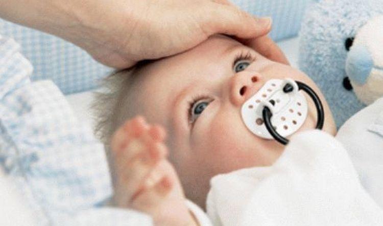 Бывает и такое, что температура у грудничка без кашля и соплей тоже свидетельствует о заболевании, которое может все-таки повлечь за собой появление кашля.
