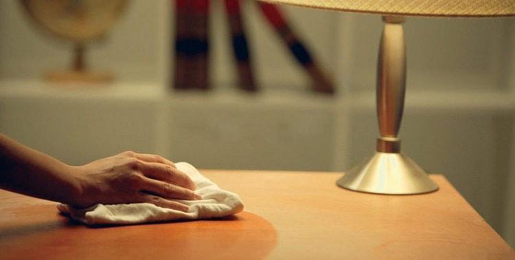 В целях профилактики, особенно если речь идет об аллергическом конъюнктивите, очень важно часто проводить влажную уборку комнаты ребенка.
