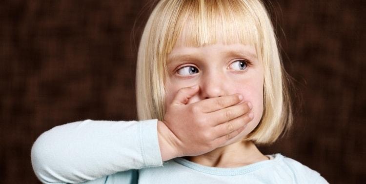 С взрослением ребенка короткая уздечка может создать серьезные проблемы с произношением звуков.