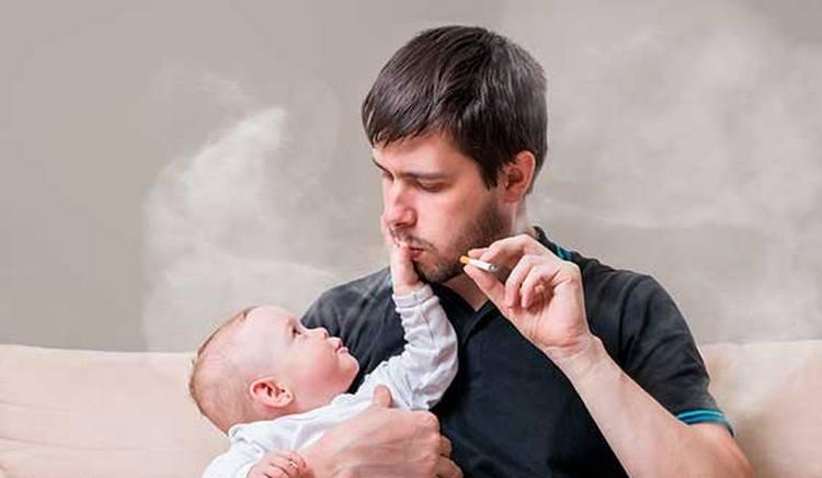 Учитывая, что малыш все перенимает от взрослых, важно хотя бы в его присутствии отказаться от вредных привычек.